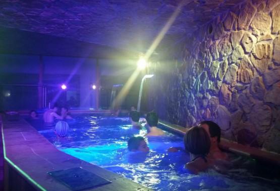 piscina idromassaggio cascata calabria sila